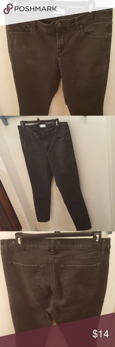 Loft skinny jeans Loft modern skinny jeans in black! Perfect basic on which to build an outfit! Lightly worn. Cotton /poly/spandex. 28 inch inseam. LOFT Jeans Skinny