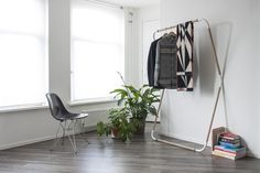 Woodstock, es una colección de mobiliario ligero y nómada, diseñador por el estudio de diseño de producto Spitberg, formado por dos jóvenes diseñadores holandeses: Jeroen Van Leur y Thijmen van der Steen. Todos sus productos están diseñados y fabricados con sumo cuidado, la artesanía, el afecto por los pequeños detalles y los materiales perdurables en el tiempo son su premisa principal a la hora de desarrollar un producto.