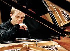 """Portrait eines Klavierstimmers im Dokumentarfilm """"Pianomania − Die Suche nach dem perfekten Klang"""" A/D 2009, Lilian Franck und Robert Cibis #movie #work #film #arbeit"""