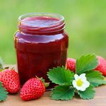Sugar-Free Strawberry Jam This simple homemade recipe will yield a sugar-free jam you can be proud of! Sugar Free Strawberry Jam, Sugar Free Jam, Sugar Free Recipes, Strawberry Recipes, Low Sugar, Strawberry Plant, Strawberry Juice, Jelly Recipes, Jam Recipes