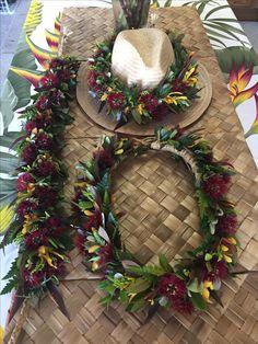 Hawaiian Crafts, Hawaiian Art, Diy Flowers, Flower Decorations, Hawaiian Costumes, Hawaiian Lei Flower, Haku, Office Christmas Decorations, Graduation Leis