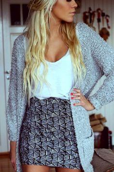 Black n white patterned mini, white tee, cozy grey sweater, great skin
