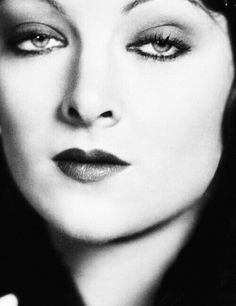 Myrna Loy ready for her closeup Hollywood Icons, Vintage Hollywood, Hollywood Glamour, Hollywood Stars, Classic Hollywood, Hollywood Divas, Thin Man Movies, Old Movies, Vintage Beauty