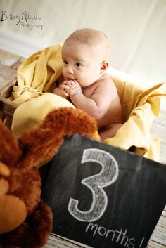 Love the chalk board Baby Birthday Pictures, 3 Month Old Baby Pictures, Toddler Pictures, Monthly Baby Photos, Baby Boy Pictures, Baby Girl Photography, 3 Month Olds, Baby Portraits, Baby Month By Month