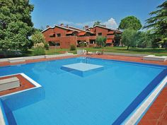 Apartments Casetto - Bardolino ... Garda Lake, Lago di Garda, Gardasee, Lake Garda, Lac de Garde, Gardameer, Gardasøen, Jezioro Garda, Gardské Jezero, אגם גארדה, Озеро Гарда ... Welcome to Apartments Casetto Bardolino, Appartamenti Casetto is located in Cisano Di Bardolino, 900 metres from the shores of Lake Garda. It offers spacious apartments with kitchenette, 2 pools, and free parking. The Casetto is set in gardens and surrounded by olive groves and vin