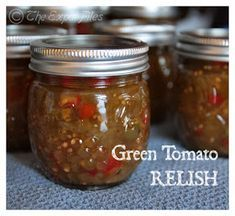 This recipe is simply delicious and VERY unexpected also! Because the fall is upon us and because the temperature was star. Sweet Green Tomato Relish Recipe, Green Tomato Chow Chow Recipe, Tomato Pickle Recipe, Green Tomato Salsa, Green Tomato Recipes, Tomato Canning Recipes, Easy Canning, Canning Green Tomatoes, Pickled Green Tomatoes