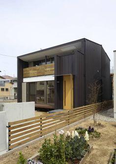 ファサード: Osamu Sano Architect & associatesが手掛けたオリジナル家です。 Residential Architecture, Contemporary Architecture, Architecture Design, Loft Design, House Design, Tiny Container House, Dark House, House Landscape, House Blueprints