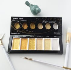 Gansai Tambi Starry Colors is a palette of 6 beautiful gold mica watercolours that shimmer and shine. The range of gold metallic shades are perfect for adding m
