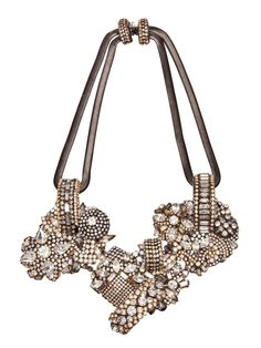 statement necklaces are beautiful when paired with winged liner and a nude lip OR a bright lips and minimal eye makeup.