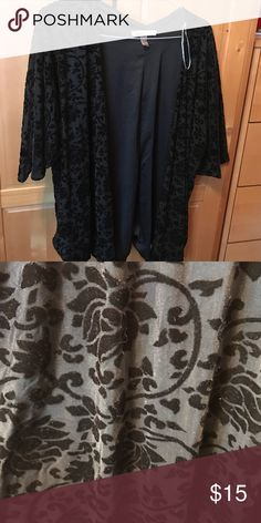 Forever 21 kimono Forever 21 velvet kimono with floral detailing. Super soft! Tags are off but has never been worn. Can be worn with jeans or leggings! Forever 21 Tops Tunics