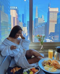 𝐛𝐥𝐚𝐜𝐤 𝐟𝐞𝐦𝐢𝐧𝐢𝐧𝐢𝐭𝐲 — Black Women in Leisure Boujee Lifestyle, Luxury Lifestyle Women, Black Girl Magic, Black Girls, Bougie Black Girl, Mode Du Bikini, Luxury Girl, Black Girl Aesthetic, City Aesthetic