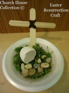 Make an Easter Resurrection tomb craft using eggshells, rocks, grass, popsicle sticks and yarn. A great Sunday school craft!