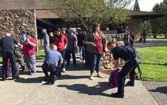 Al menos 10 personas murieron y otras 20 resultaron heridas en un tiroteo el jueves en una universidad de Oregon, en Estados Unidos