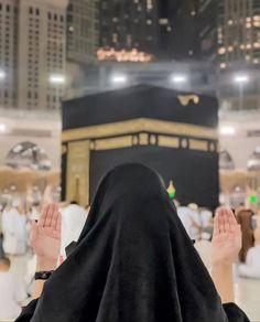 A DUA 🤲🏻 can make the impossible, Possible Again Cute Muslim Couples, Muslim Girls, Hijabi Girl, Girl Hijab, Mecca Islam, Muslim Couple Photography, Islam Marriage, Dps For Girls, Mekkah