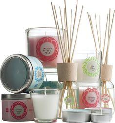 Laat je huis heerlijk ruiken met onze geurkaarsen en stokjes.