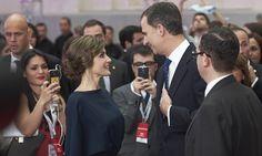 Una mirada, un vestido de estreno y una sonrisa, en una de las noches más especiales para la reina Letizia