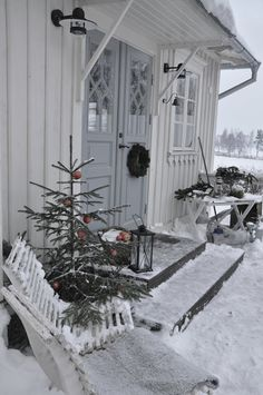 Do you love a tasteful white home exterior? Then these charming homes with white Christmas exterior decor may inspire. Swedish Christmas, Scandinavian Christmas, Christmas Love, Outdoor Christmas, All Things Christmas, Xmas, Christmas Porch, Winter Porch, Winter Garden