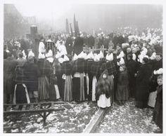 Begrafenis van drie verdronken Volendammertjes. 1953 #NoordHolland #Volendam