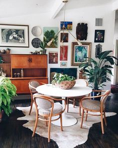 Eclectic home decor rustic style best images on sweet shop o design idea fantastic the red chandelier vintage uk ec Eclectic Gallery Wall, Eclectic Decor, Interior Design Living Room, Living Room Designs, Living Room Colors, Floor Decor, Decorating Blogs, Foyer Decorating, Interior Design Inspiration