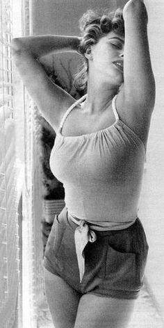 """""""Everything you see I owe to spaghetti."""" - Sophia Loren"""
