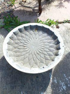 ** Högborgs Design ** Handgjorda föremål i betong: Fågelbad 100 kr