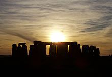 SUNSET STONEHENGE Stonehenge is a prehistoric monument in Wiltshire, England, about 2 miles west of Amesbury and 8 miles north of Salisbury. Summer Solstice Date, Winter Solstice, Star Treck, Great Places, Places To See, Beautiful Places, Amazing Places, Beautiful Pictures, Sun Worship
