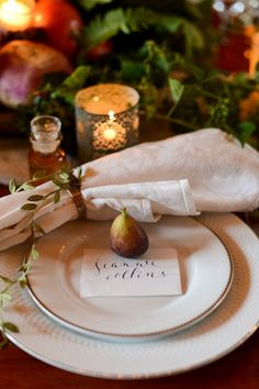 love the simple touch for a thanksgiving table. a single fig for a place card anchor. Thanksgiving Blessings, Thanksgiving Tablescapes, Thanksgiving Decorations, Table Decorations, Thanksgiving Feast, Christmas Decorations, Fall Table, Wedding Photoshoot, Table Settings