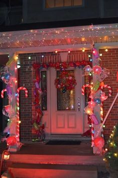 21 DIY Christmas Outdoor Lighting Decor For Front Yard 16 – Outdoor Christmas Lights House Decorations Gingerbread Christmas Decor, Candy Land Christmas, Outside Christmas Decorations, Christmas House Lights, Decorating With Christmas Lights, Christmas Fun, Christmas Outdoor Lights, Christmas Nails, Candyland