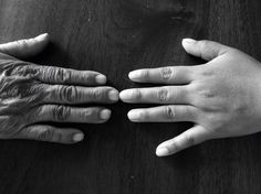 """""""El ser humano no vive solo del pan necesitamos amor y cuidarnos y encontrar una respuesta a quienes somos y por quė vivimos. Jostein Gaarder, """" la vida y el espíritu son dos grandes poderes que hacen vivir al ser humano"""". El ser humano es un ser vivo, es un animal, del tipo mamíferos, específicamente de los primares, dotados de la razón características que los identifica del resto y es además vertebrado, vivíparo, heterotrofo, no fabrica su propio alimentos, al igual que todos los seres…"""