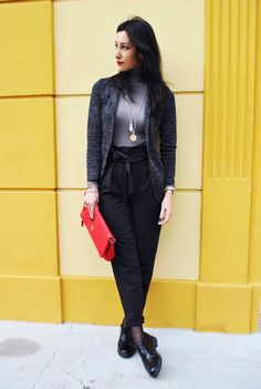 Pantaloni a vita alta, easy chic, high waist pants, oxford shoes, stringate, francesine, blazer, gain, clutch grande, pochette, rossa, ootd, look, moda Inverno 2016, fashion, trend chic - outfit fashion blogger Heels Allure by Marianna Farese