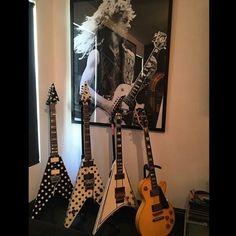 Tribute to the great Randy from @zakkwyldebls #guitarspotter #randyrhoads #jacksonguitars #jacksonguitar #gibsonguitars #gibsonlespaul