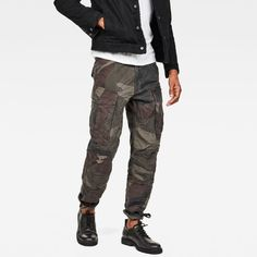 A classic military staple reinterpreted for the city, this modern cargo pant features a precise tapered fit and functional pocketing. G Star Raw, City Style, Men's Style, Raw Denim, Graphic Shirts, Cargo Pants, Cool Outfits, Menswear, Mens Fashion