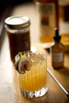 15 Old Fashioned Drink Recipes - New Old Fashioned Variation Cocktails Brandy Old Fashioned, Old Fashioned Drink, Old Fashioned Recipes, Old Fashioned Cocktail, Bourbon Cocktails, Whiskey Drinks, Cocktail Recipes, Drink Recipes, Scotch Whiskey