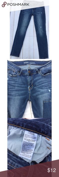 """Old Navy Rockstar Mid Rise Stretch Jeans 10 Old Navy Rockstar Mid Rise Stretch Jeans, 10.  Laying flat they measure approximately: waist 14"""", rise 10"""", inseam 29"""".   Nice overall condition and smoke free home. Thanks! Old Navy Jeans Skinny"""