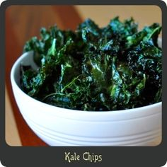 Kale Chips—Perfect healthy and low-carb substitute for potato chips! Vegetable Appetizers, Great Appetizers, Appetizer Recipes, Appetizer Ideas, Best Vegetable Recipes, Vegetable Side Dishes, Whole Food Recipes, Low Carb Recipes, Healthy Recipes