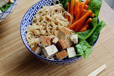 noodles met gerookte tofu