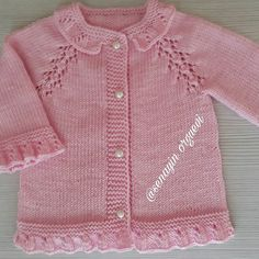 This Pin was discovered by ber Baby Knitting Patterns, Baby Girl Patterns, Baby Hats Knitting, Knitting For Kids, Knitting Designs, Crochet Baby Cardigan, Knitted Baby Clothes, Baby Coat, Baby Sewing Projects