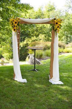 Sunflower Wedding Decorations, Sunflower Party, Outdoor Wedding Decorations, Wedding Flowers, Sunflower Centerpieces, Sunflower Weddings, Desi Wedding, Fall Wedding, Rustic Wedding