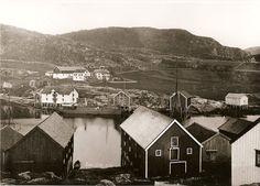 #råkvåg #rakvag #raakvaag #skjørn #skjorn #rissa #trøndelag #norge #norway Norway, Cabin, House Styles, Home Decor, Decoration Home, Room Decor, Cabins, Cottage, Home Interior Design