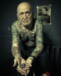Como fica uma pessoa com tatuagens quando envelhece… a eterna questão!   Tá Bonito
