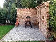 Moench nun bricks as graduation on a brick wall Garten Modern Landscaping, Backyard Landscaping, Outdoor Kitchen Patio, Outdoor Decor, House Wall Design, Brick Wall Gardens, Brick Construction, Pergola, Gazebo