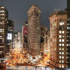 Flatiron Building by @nyroamer #nyc