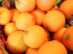 Liquore di Arance #ricettedisardegna #recipe #sardinia Colorful Fruit, Beverages, Drinks, Delicious Fruit, Preserves, Food And Drink, Orange, Biscotti, Cooking