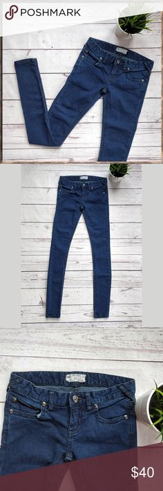 """FREE PEOPLE Super Skinny Dark Blue Jeans, 25 This is a pair of stretchy, super skinny Free People jeans in size 25. In great, gently used condition.   Approximate measurements without stretching: - Across waist: 14"""" - Back rise: 11"""" - Inseam: 31"""" - Across leg opening: 4 3/8""""  If you have any questions, please let me know! Free People Jeans Skinny"""