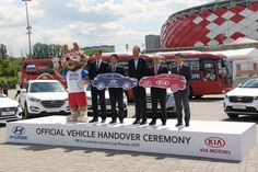 Сегодня, компаниями KIA и Hyundai были официально переданы FIFA легковые автомобили и автобусы, обеспечивающие передвижение участников сборных, сотрудников FIFA и