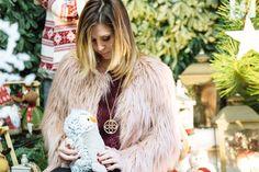 Decorazioni natalizie e la magia dell'amore! - http://www.2fashionsisters.com/decorazioni-natalizie-magia-amore/ - 2 Fashion Sisters Fashion Blog - #AbitoRosso, #DecorazioniNatalizie, #Natale, #PellicciaRosa, #StiattiFiori, #V73