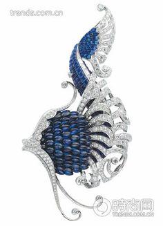 梵克雅寶Iliade 胸針,首枚采用隱密式鑲嵌法鑲嵌立體寶石的訂制珠寶(2007 年)