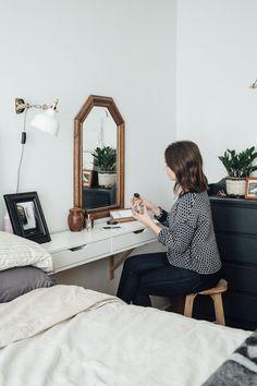 44 Genius IKEA Bedroom Hacks You'll Love :: an IKEA Ekby Alex shelf used as a vanity or a nightstand Tiny Bedroom Design, Small Master Bedroom, Small Bedroom Hacks, Small Double Bedroom, Small Bedroom Vanity, Master Bedrooms, Budget Bedroom, Home Decor Bedroom, Bedroom Ideas