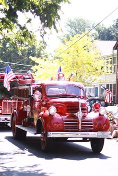 It's Memorial Day weekend for our American friends. Let's pin Memorial Day Weekend in a Small Town. all in red, white & blue. 4th Of July Parade, Fourth Of July, Let Freedom Ring, Home Of The Brave, Small Town Girl, Patriotic Party, Happy 4 Of July, Red White Blue, Small Towns