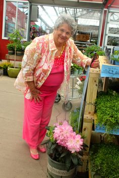 We love it when our friends color code their outfits and their plants!   So fun!